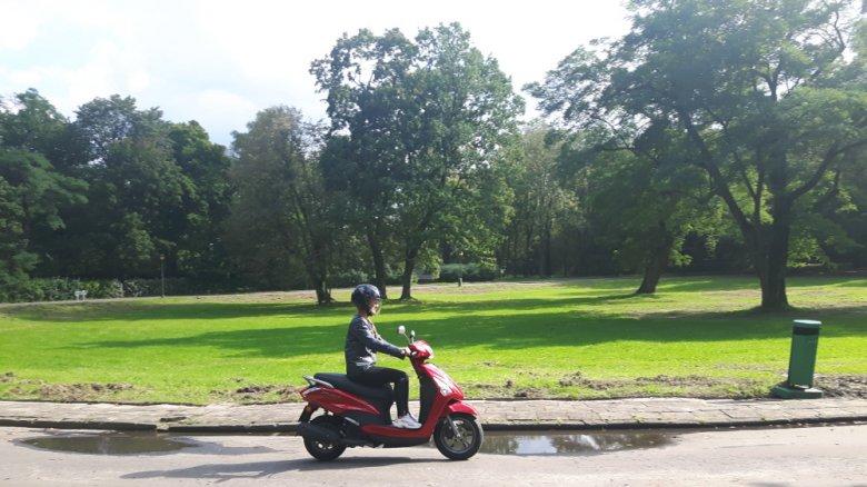 Idealny miejski skuter dla kobiet i młodzieży.