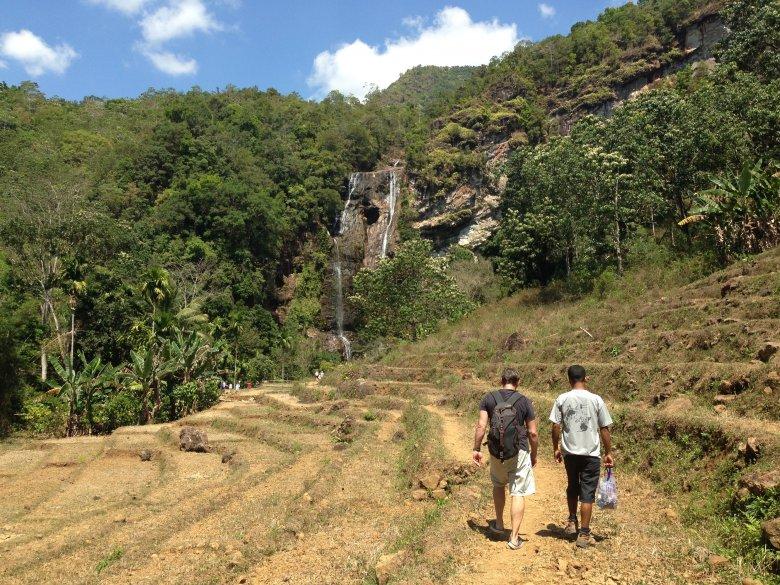 W drodze do wodospadu Cunca Rami. Flores/Indonezja.