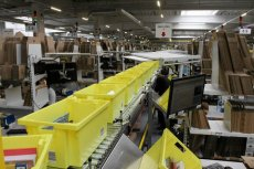 Z wrocławskiej hali Amazona odchodzą pierwsi pracownicy.