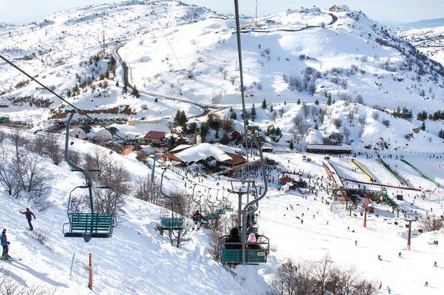 Góra Hermon w Izraelu – nie ma na niej tłoków, jest za to nietypowa sceneria dla narciarzy
