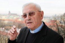"""""""Robi się odkrywki tylu ciał"""". Biskup Pieronek u Olejnik mówi o ekshumacjach w """"poszukiwaniu śladów wybuchu"""""""