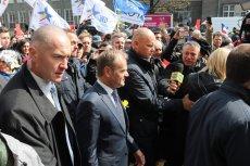 Wizyta Tuska w stolicy wzbudziła zaskakujące dla wielu emocje.