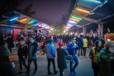 Na zdjęciu Nocny Market w Warszawie - wtedy jeszcze kolejek do baru nie zaobserwowano (21. 04.2017 r.)