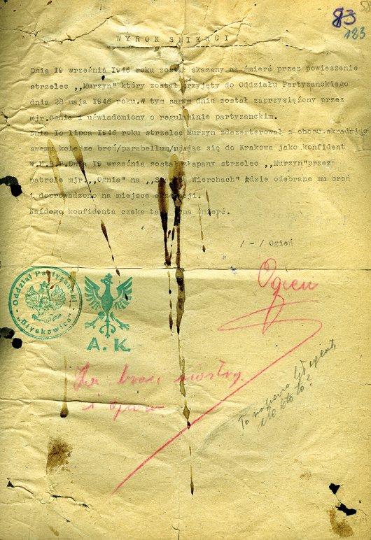 """Egzemplarz wyroku śmierci, pozostawionego przy zwłokach Edmunda Czarneckiego ps. """"Murzyn"""", zwerbowanego i skierowanego do oddziału """"Ognia"""" przez krakowskie UB."""