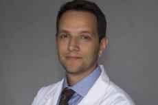 Lekarz Dawid Ciemięga wypowiedział wojnę antyszczepionkowcom i znachorom. Walczy o zdrowie dzieci.