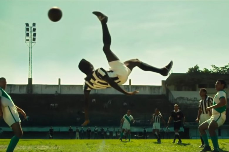 Na popularnych platformach VOD znajdziemy sporo interesujących filmów i seriali, które poszerzą naszą wiedzę o piłce nożnej