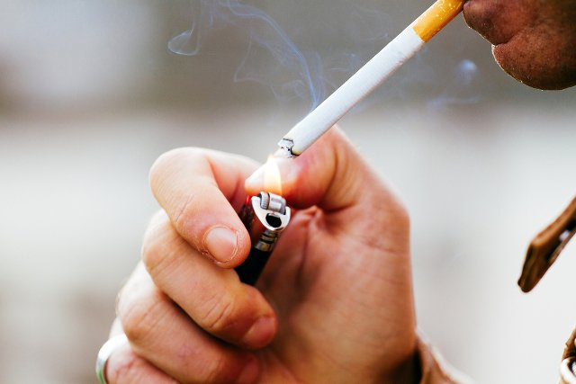 Polacy palą mniej. Według ekspertów, liczba kupionych przez nas papierosów, zmniejszy się o 2 mld