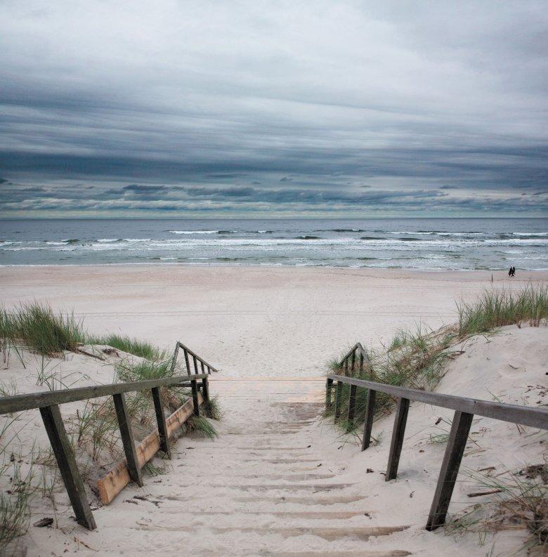 Schody na plażę nad Bałtykiem.