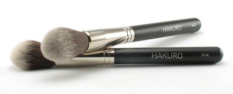 Bestsellerowy pędzel do różu, bronzera i rozświetlacza marki Hakuro H14 z włosia syntetycznego (35 zł).