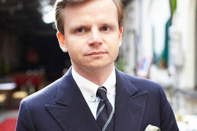 Roman Zaczkiewicz: Dla młodego mężczyzny najlepszym kolorem garnituru będzie granatowy.
