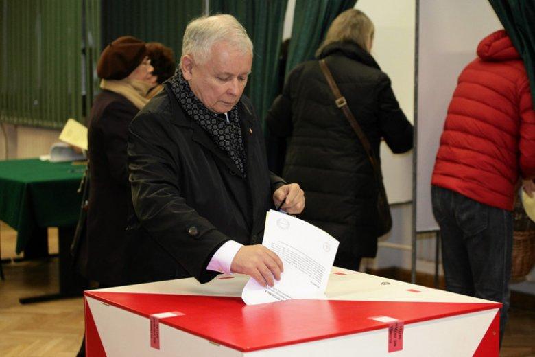 Zaprzyjaźniony z PiS portal uchyla rąbka tajemnicy w sprawie zmian, jakie Jarosław Kaczyński i spółka mają szykować w ordynacji wyborczej.