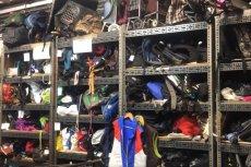 Codziennie do biura rzeczy znalezionych z warszawskich autobusów trafiają dziesiątki rzeczy.