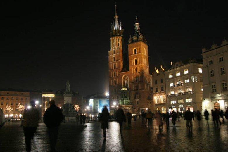 Krakowscy spacerowicze. W dzień i noc, na co dzień i od święta.