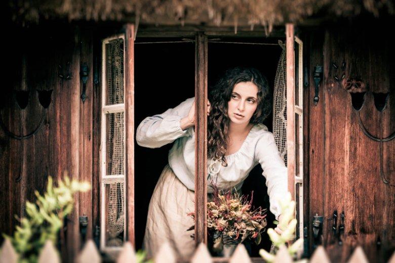 """Kadr z filmu """"Zerwany kłos"""", na zdjęciu Magdalena Michalik, filmowa Teresa"""