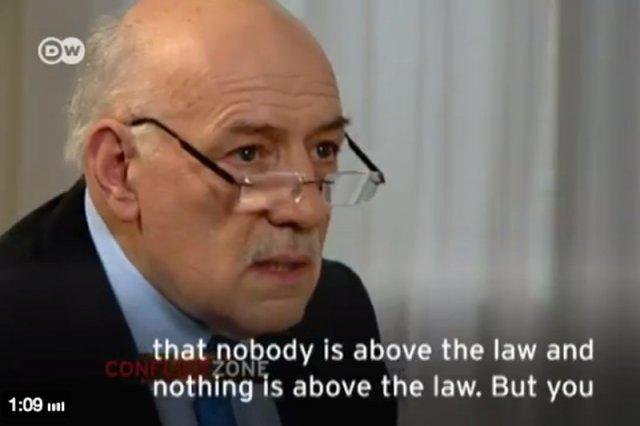 Polacy dziękują dziennikarzowi niemieckiej telewizji. Kim jest Tim Sebastian, który obnażył demagogię Morawieckiego