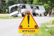 Zmęczenie kierowcy to jedna z najczęstszych przyczyn wypadków autokarów. Latem jest ich najwięcej, bo w wakacje kierowcy mają najmniej czasu na odpoczynek.
