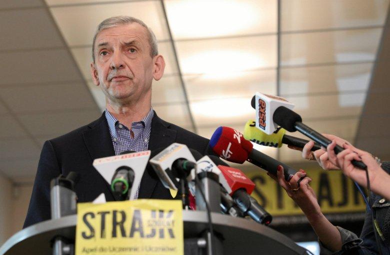 """ZNP i FZZ nie wezmą udziału w piątkowym """"okrągłym stole"""" na PGE Narodowym, który zorganizował premier Mateusz Morawiecki."""