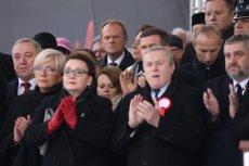 Donald Tusk zdaniem Karola Karskiego specjalnie stanął w czwartym rzędzie. Chodzi o to, że przewodniczący RE przyjechał do Warszawy tylko po to, żeby jątrzyć.