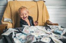Na jakie wsparcie finansowe z tytułu opieki nad dzieckiem do lat ośmiu mogą liczyć rodzice w czasie zbliżających się wakacji?