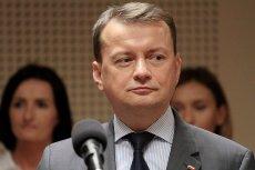 """Szef MSWiA Mariusz Błaszczak w 2010 roku: """"Obecna władza odgradza się od ludzi barierkami""""."""