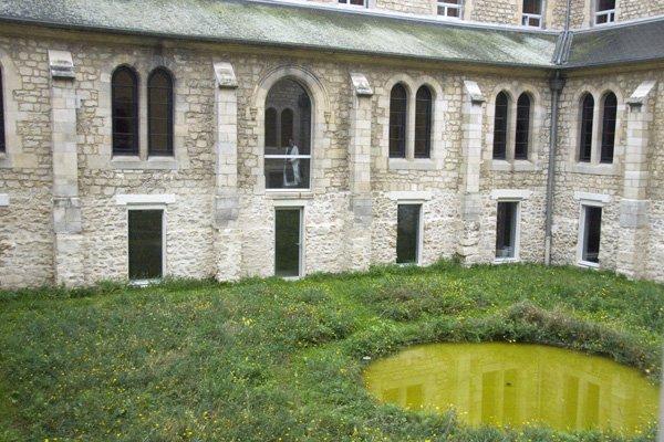 Mniszka w opactwie Igny w części zamkniętej dla turystów