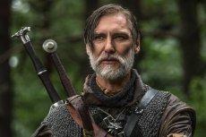 W rolę wiedźmina Lamberta wcielił się aktor Mariusz Drężek