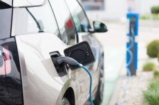 Samochody elektryczne, tak samo, jak auta tradycyjne i motocykle, podlegają w Polsce obowiązkowemu ubezpieczeniu odpowiedzialności cywilnej