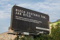"""Billboard w ramach kampanii """"Sprawiedliwe sądy""""."""