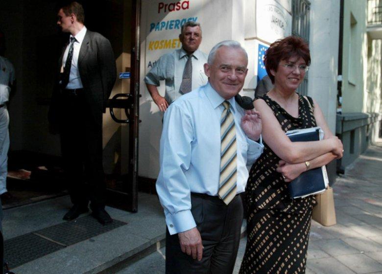 Czerwiec 2003 roku. Premier Leszek Miller w towarzystwie Aleksandry Jakubowskiej, szefowej jego gabinetu politycznego.