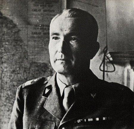 """Płk Antoni Chruściel """"Monter"""" – dowódca Okręgu Warszawa AK, który 31 lipca 1944 roku wieczorem podpisał rozkaz o godzinie """"W""""."""