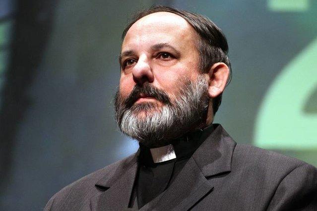 Ks. Isakowski-Zaleski skrytykował bp. Pieronka z powodu jego słów o samopodpaleniu Piotra S. Zarzucił hierarsze Kościoła rzymskokatolickiego, że jest heretykiem.