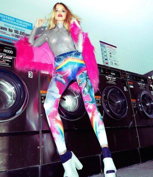 Australijska marka Black Milk, współpracująca swego czasu z Maffashion, specjalizuje się w legginsach i kostiumach kąpielowych z nadrukami.