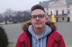 """Bartek Marzec na spotkanie z prezydentem Dudą w Lubartowie wniósł transparent z hasłem: """"Chroń klimat, chroń ludzi"""""""