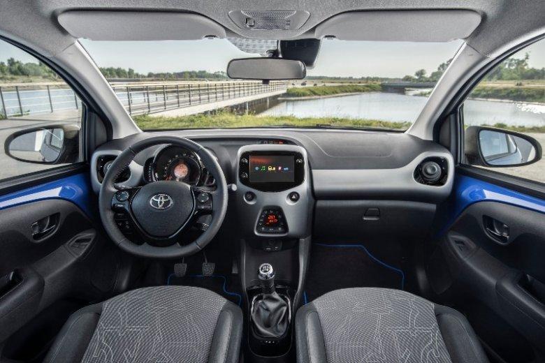 Detale we wnętrzu samochodu dostosowane są kolorystycznie do jego zewnętrznego wyglądu