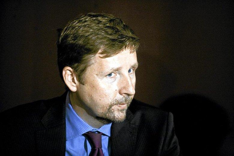 """Marek Migalski w swojej książce """"Parlament Antyeuropejski"""" zdradza kulisy legalnego """"korumpowania"""" polityków wielkimi pieniędzmi i luksusowymi przywilejami."""
