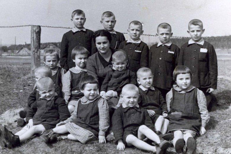 Dzieci uratowanie w czasie wysiedleń z Zamojszczyzny.