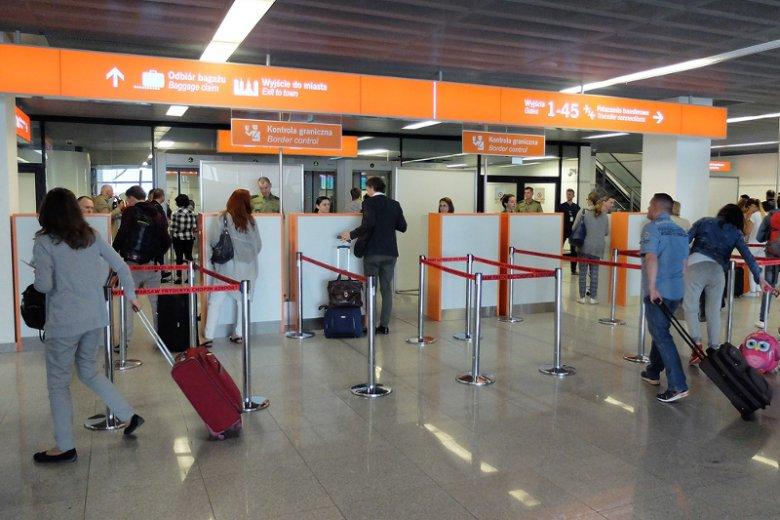 Pamiętaj o opłaceniu mandatów, bo może ciebie czekać przykra niespodzianka podczas kontroli granicznej na lotnisku