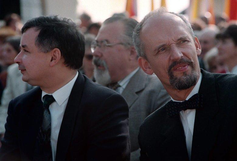 Jarosław Kaczyński i Janusz Korwin-Mikke – zdjęcie z 1996 r.