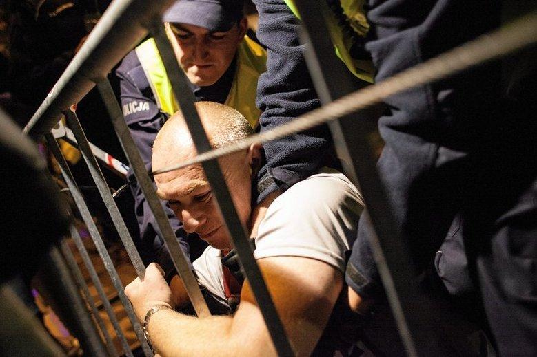 Gdy protesty stają się masowe, do Warszawy ściągane są posiłki z całej Polski.