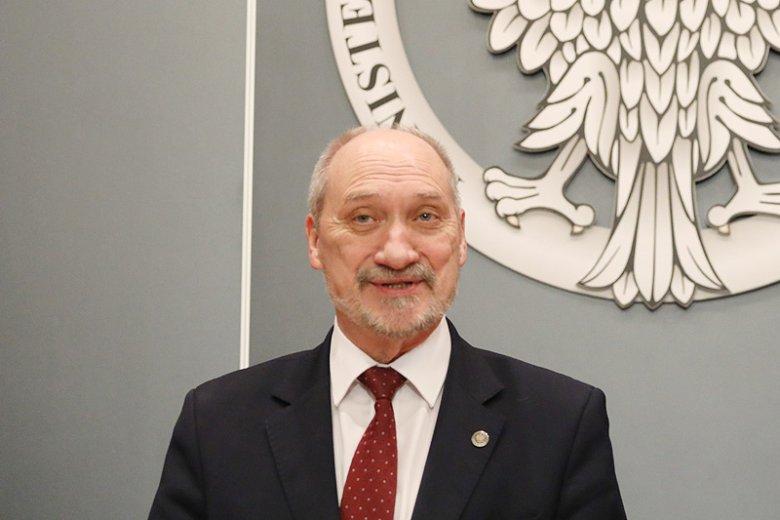 Antoni Macierewicz zorganizował konferencję, na której pochwalił się udaną akcją afgańskich żołnierzy wyszkolonych przez Polaków z SOAT-50.