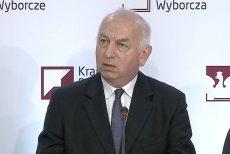 Zastępca przewodniczącego PKW Wiesław Kozielewicz na pierwszej konferencji w dniu wyborów 13 października 2019.