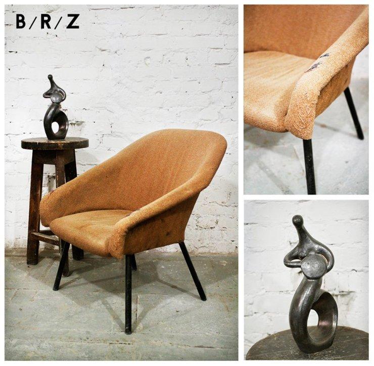 Drewniany stołek barowy, fotel muszelka i syrenka warszawska autorstwa Mariki Nowak [opis: B/R/Z]