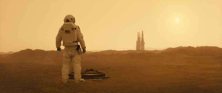 Film prezentuje się niezwyklerealistycznie i z zachowaniem obecnego stanu wiedzy o kosmosie - tak, jakby zdjęcia były naprawdę kręcone m.in. na Marsie