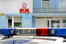 Zaczęło się od źle zaparkowanego radiowozu, skończyło na kajdankach i areszcie. Mieszkaniec Szczecina zadarł z policją. Zdjęcie jest tylko ilustracją.