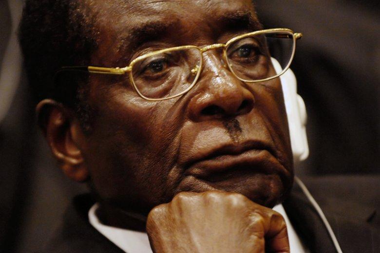 Robert Mugabe zrezygnował z funkcji prezydenta Zimbabwe po 37 latach. Ważą się losy południowoafrykańskiego państwa, kontrolę sprawuje obecnie wojsko.