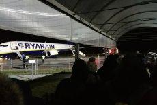 Tak wygląda codzienność w porcie lotniczym Warszawa-Modlin. Czekasz i czekasz... także na mrozie.