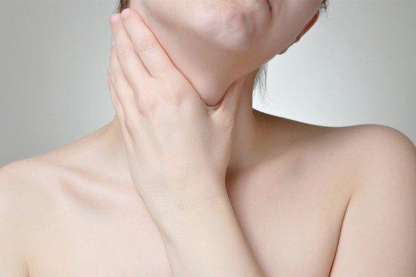 Choroby tarczycy mogą się pojawić w każdym wieku. Częściej atakują kobiety.