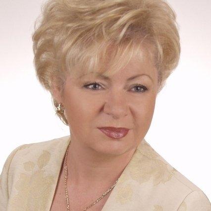 Krystyna Backiel w serwisie goldenline.pl zaprezentowała swój dorobek zawodowy i naukowy.