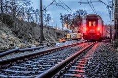 Lokomotywa odczepiła się od pociągu i przez 15 kilometrów jechała bez maszynisty na pokładzie. Do zdarzenia doszło w okolicach Zielonej Góry.