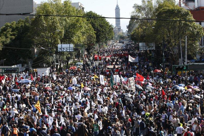 Zdjęcie z tegorocznego marszu upamiętniającego Masakrę na Placu Trzech Kultur